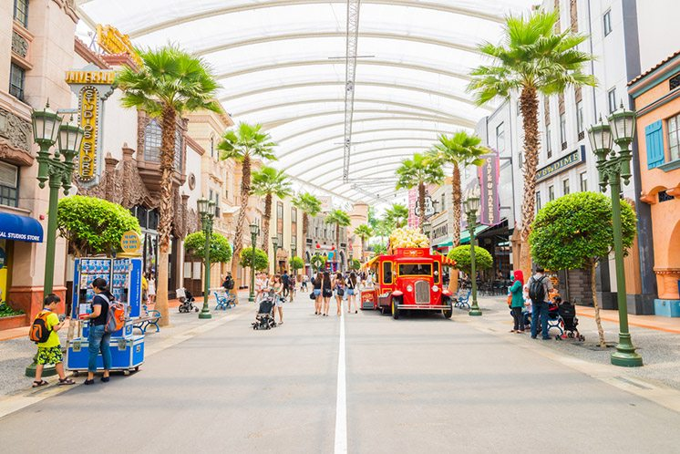SINGAPORE - November 7: Tourists and theme park visitors Attract