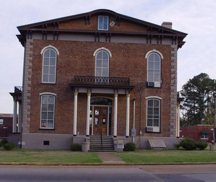 pickens-county-courthouse-alabama-usa